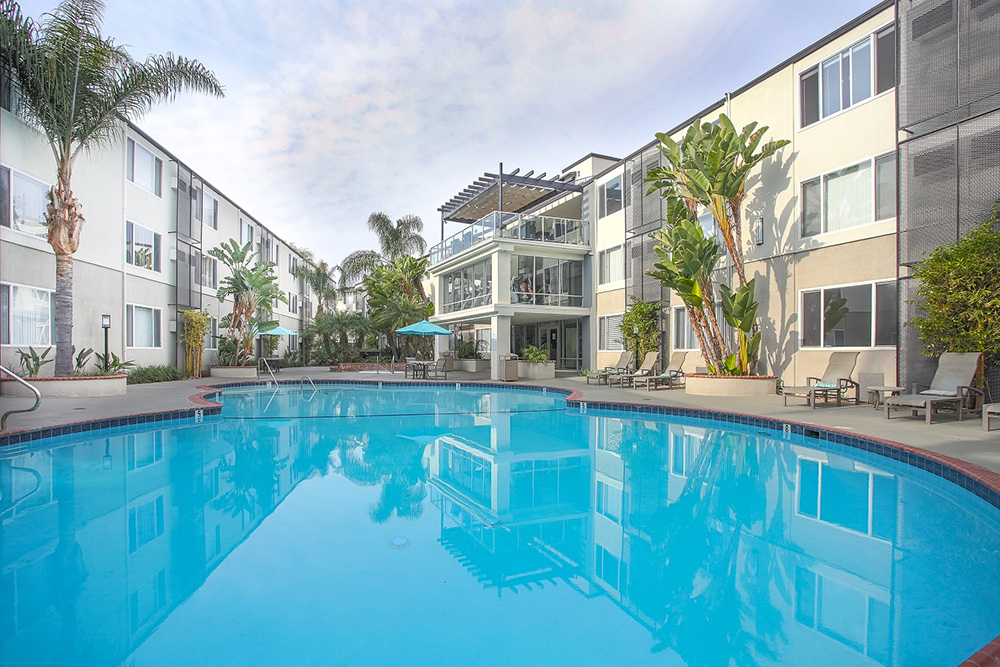 1200 Riverside Poolside